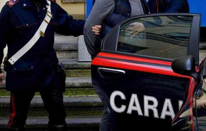 Lauria, estorce denaro a un disabile, arrestato