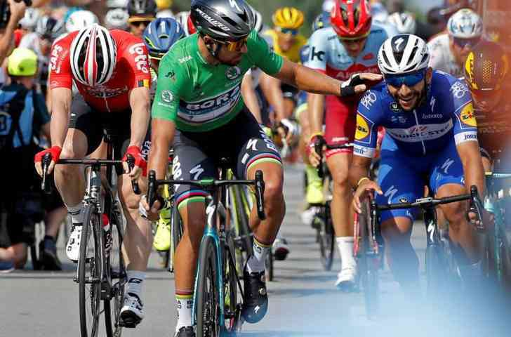 Tour de France, Peter Sagan trionfa a Quimper. Battuto Colbrelli in volata